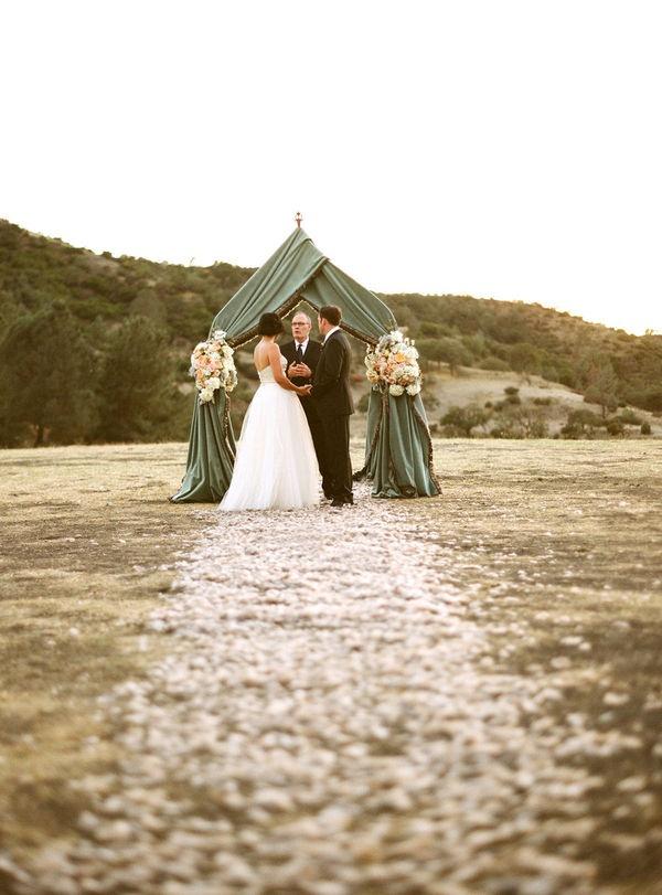 gorgeous altarTents, Wwwmindyricecom Reading, Wwwaarondelesiecom Events, Ceremonies Backdrops, Wedding Events, Wwwohhowcharmingcom Floral, Beach Wedding, Gorgeous Ceremonies, Floral Events Design