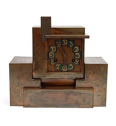 """Botterweg Auctions Amsterdam > Asymmetrische gepatineerd koperen """"Haagse School"""" pendule met groene wijzerplaat met goudkleurige cijfers, ontwerp & uitvoering onbekend, Nederland ca.1929, toegevoegd kalender waarin een dergelijke klok staat afgebeeld, uitgave door de van der Hoop Effektenbank 2000"""