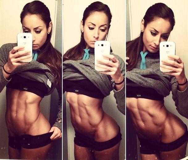 Stephanie est une magnifique athlète américaine de 23 ans, atteinte de la maladie de Crohn et de Fibromyalgie, qui a réussi malgré tout à faire sa place dans le monde du Fitness, une très belle leçon de motivation pour toutes !    Lundi : Quadriceps + Fessiers     Squat complet6 x 15-20    Pr