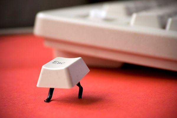 Vluchtende Esc knop (600×400)