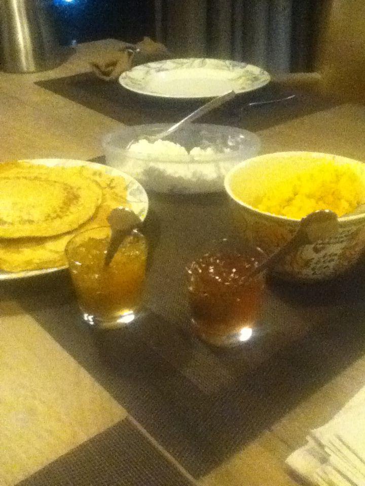 Pannenkoeken met keuze uit pompoen-roomkaas, jelly & mangochutney met cottagecheese!