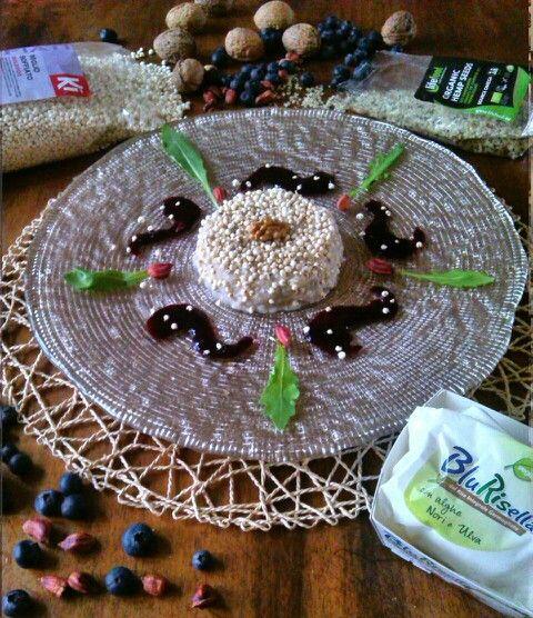 Mousse al finocchio, blu risella, semi di canapa, noci e miglio soffiato con gelatina di mirtilli e cacahuètes sauvages