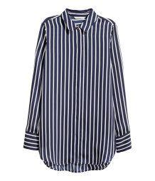 Blusa de manga larga con cuello clásico, botones ocultos delante, puños anchos y bajo ligeramente redondeado con aberturas laterales H&M.