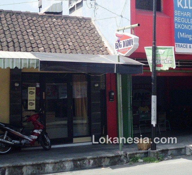 Big Daddy Bebakaran Jl. Ronggowarsito No. 1 Solo http://solo.lokanesia.com/kuliner-solo/