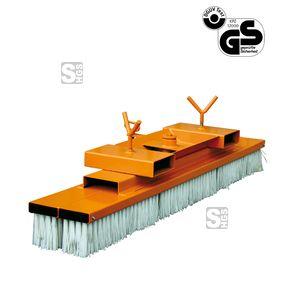 Kehrbesen -K2077- für Gabelstapler, mit Einfahrtaschen, Besenbreite 1000-2000 mm  #Gabelstaplerkehrbesen #Baustellenbesen #Baustellenbürste #Eichinger