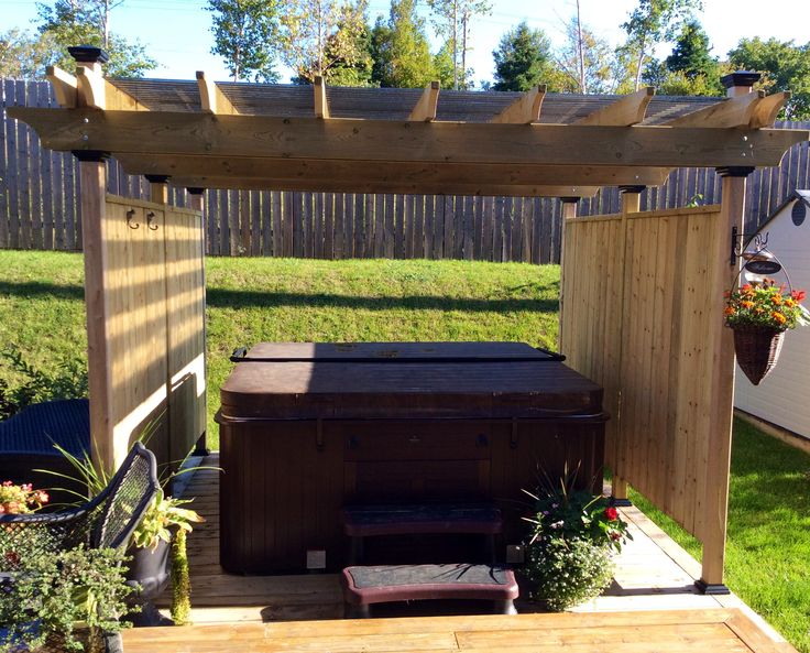 Hot Tub Surround Pergola With Wind Break Diy I Like The