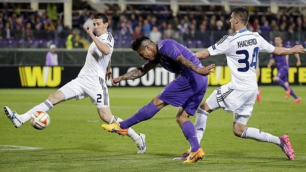 Fiorentina: Juan Vargas le anotó un golazo al Dinamo Kiev por la Europa League. April 23, 2015.