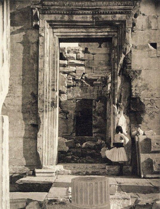 ΒΟΡEΙΑ ΕΙΣΟΔΟΣ ΕΡΕΧΘΕΙΟΥ 1869 ( William James Stillman) Πηγή: www.lifo.gr