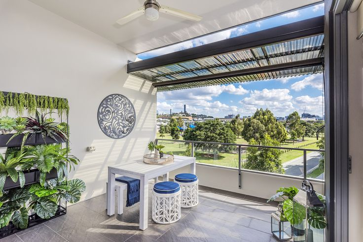 BULIMBA 38/70 Love Street... Situated in a highly sought-after Bulimba locale, this immaculately finished two bedroom unit offers a convenient, low maintenance lifestyle.