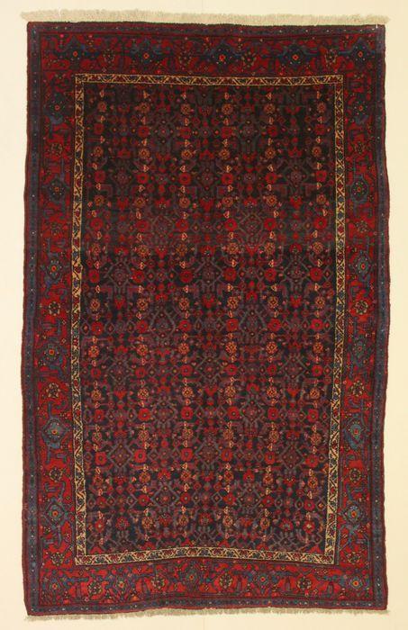 Prachtige Perzische Kurdi tapijt Iran 215 x 135 cm.  Kurdi tapijt: Kurdistan is een regio in het zuiden van Azerbeidzjan. Koerdische nomads en semi-nomaden hebben gewoond op de westelijke grenzen van Perzië sinds de oudheid. Ze zijn fokkers en ze produceren de beste wol in het land. De regio is een zeer actief centrum van tapijt weven. Zij weven van tapijten. Zij weven uitstekende tapijten met meetkundige figuren en diamant vormen.Handgeknoopte Perzische tapijt van Iraanse oorsprong in…