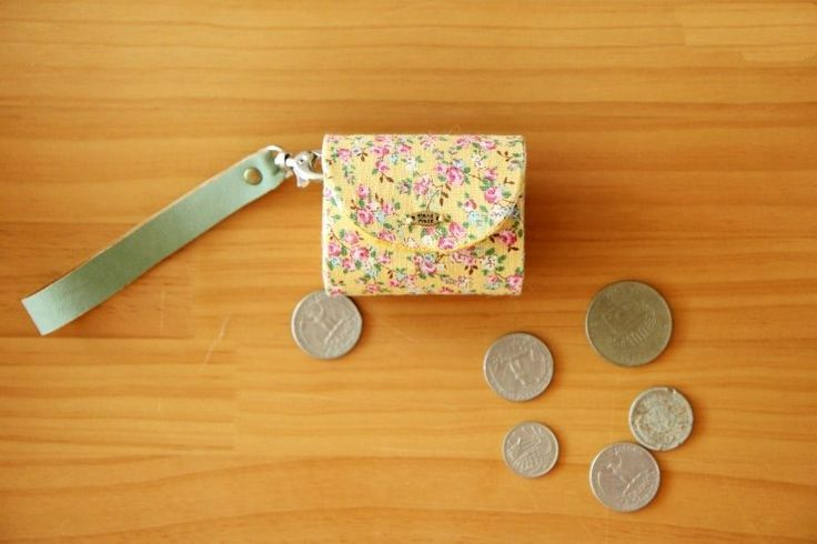 Fabrics Purse Coin Keychain with plastic insert. Tutorial DIY in Pictures.