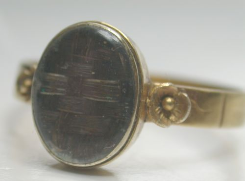 Antique-Victorian-18Carat-Gold-Mourning-Ring-Plated-Hair-behind-Rock-Crystal