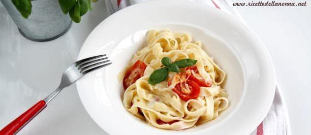 Tagliatelle appetitose con pomodorini al forno e provola   Ricette della Nonna