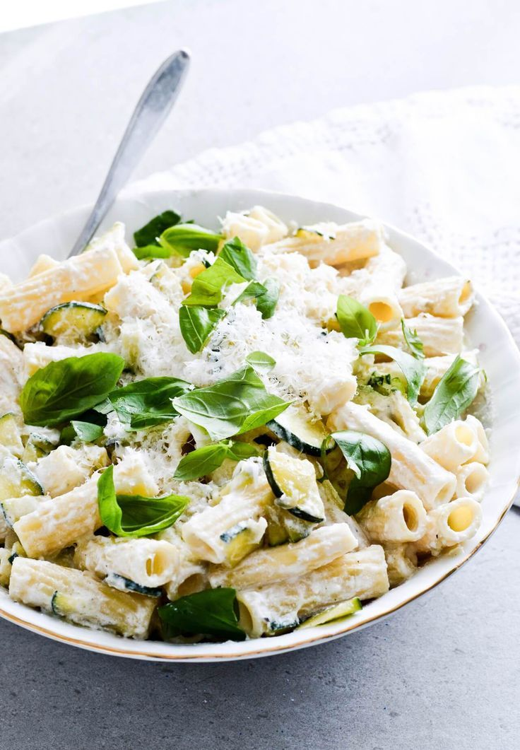 Lemon ricotta zucchini pasta - easy creamy pasta dish, great for dinner, made under 30 minutes! Can add veggies of your own choice. | mitzyathome.com