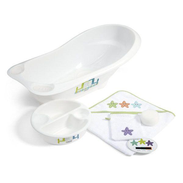 Set de baño para bebé con bañera, jabonera y toalla con ilustraciones de ballenas y estrellas de mar. De Mamas & Papas.