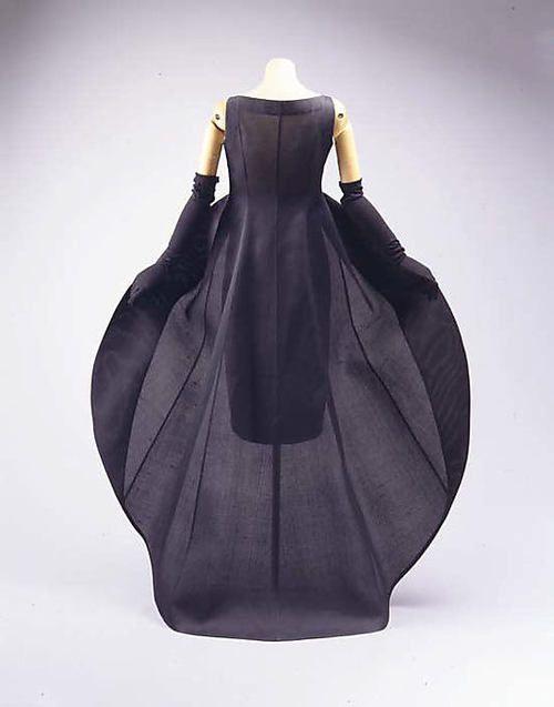 Dress Cristobal Balenciaga, 1967 ❤️ www.facebook.com/onelostfeather www.imdb.me/laipengchan