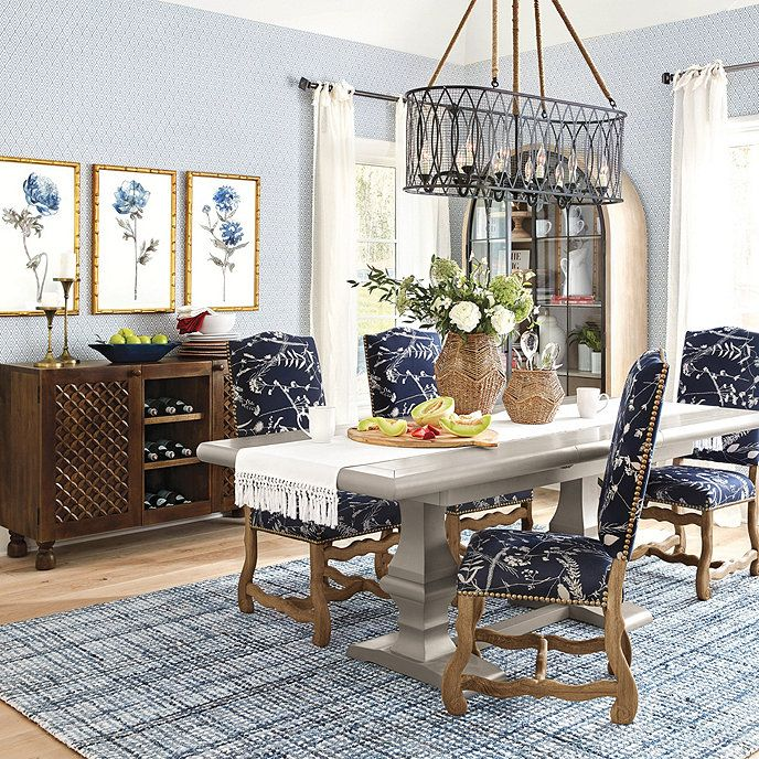 Watch Out For These Dining Room Trends For 2018: Large Family Rooms, Hand Tufted