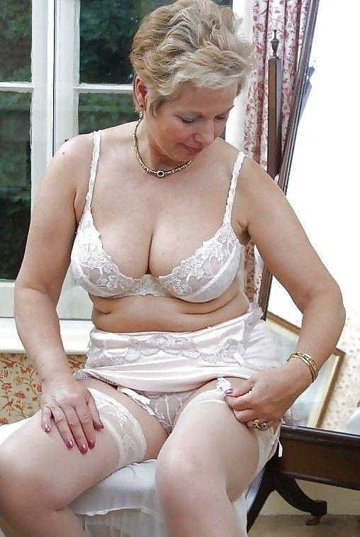 nude sexy greek woman