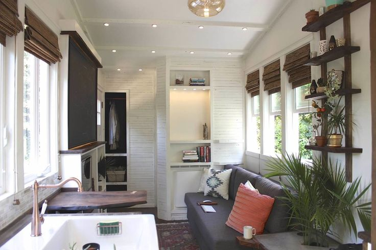 Here's a tiny (and very smart) dwelling that proves that little houses can be just as stylish as big ones. Called the 'Artisan Retreat', this little trailer is just bursting with beautiful details and clever solutions. And if you're hunting for a home, it can be yours — for only $70k.