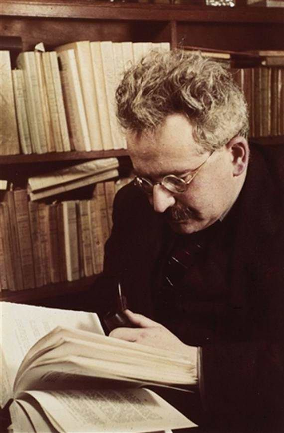 Walter Benjamin in the Bibliothèque National, 1939, by Gisèle Freund