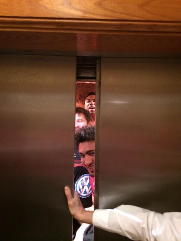On Rugby Foto del giorno: metti sette giocatori del Tolone in ascensore... » On Rugby