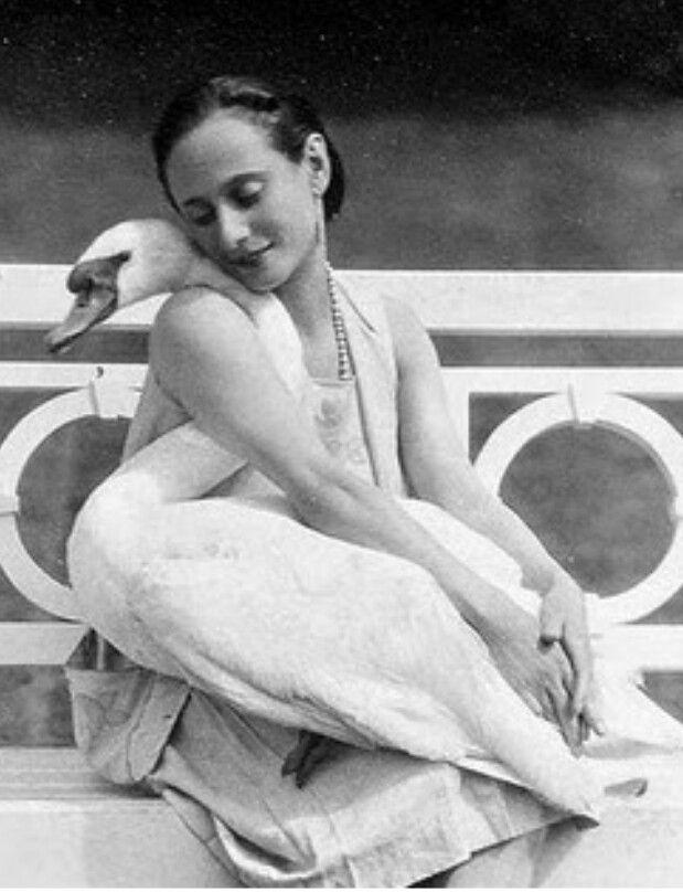 Anna Pavlova and her pet swan, Jack.