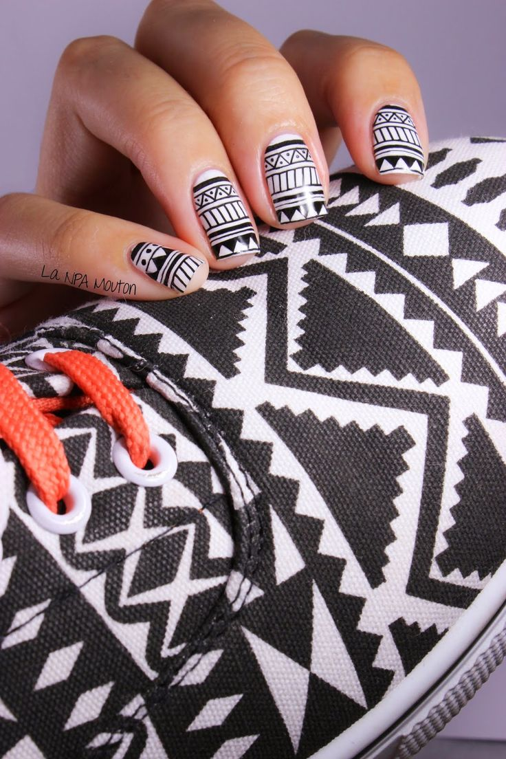 Sneakers Inspired Nails #4 : Aztec Shoes