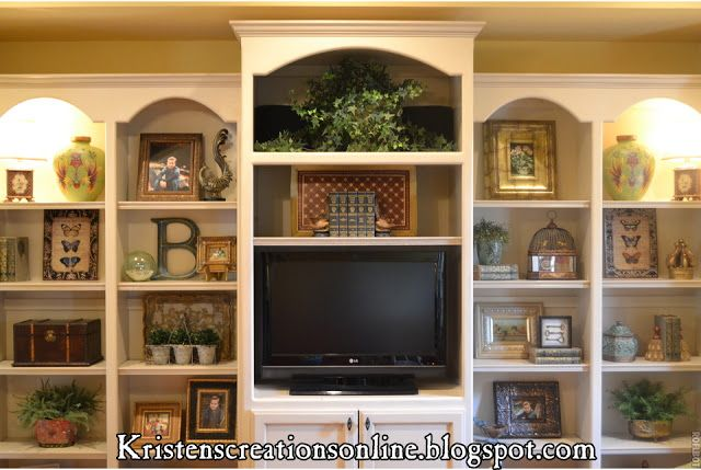 Love how she decorated these bookshelves. Each shelf is interesting and balanced. From Kristen's Creations: Accessorized Bookcases