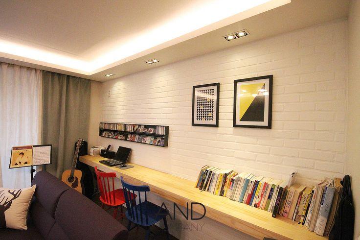 공간 활용도를 높인 모던인테리어 : 모던스타일 거실 by 앤드컴퍼니