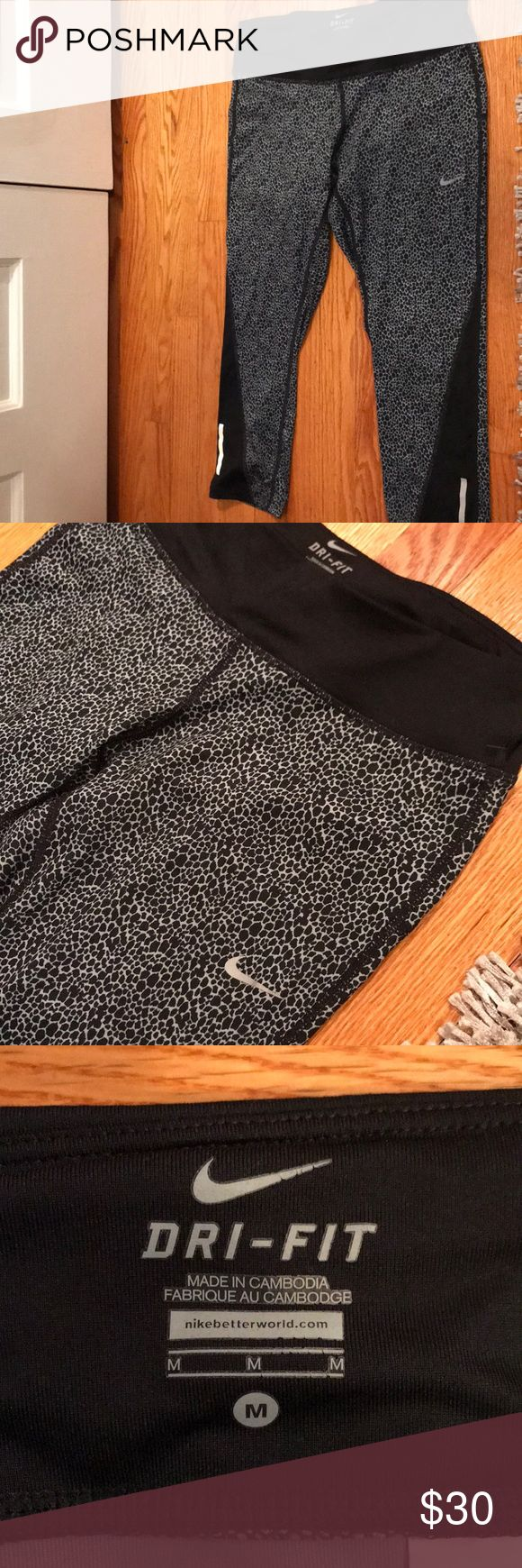 Nike Running Tights Worn maybe 3 times, just too big for me Nike Pants Leggings