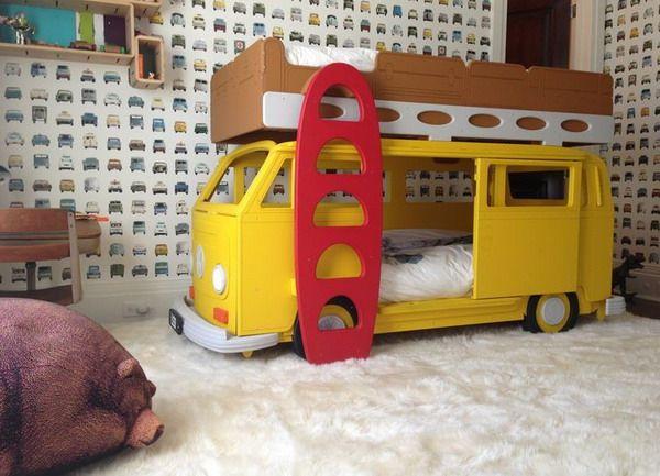 Camas para varones. Camas infantiles con forma de coches.