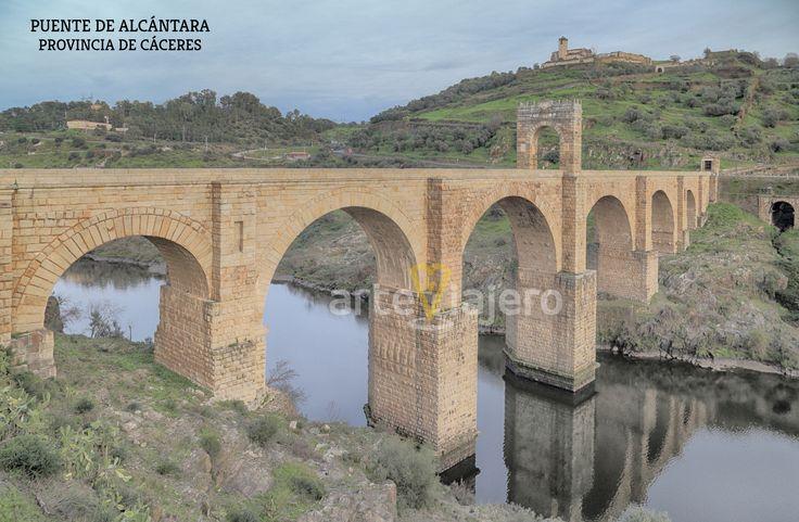 Puente romano de Alcántara sobre el río Tajo. Provincia de Cáceres, Extremadura #puentes
