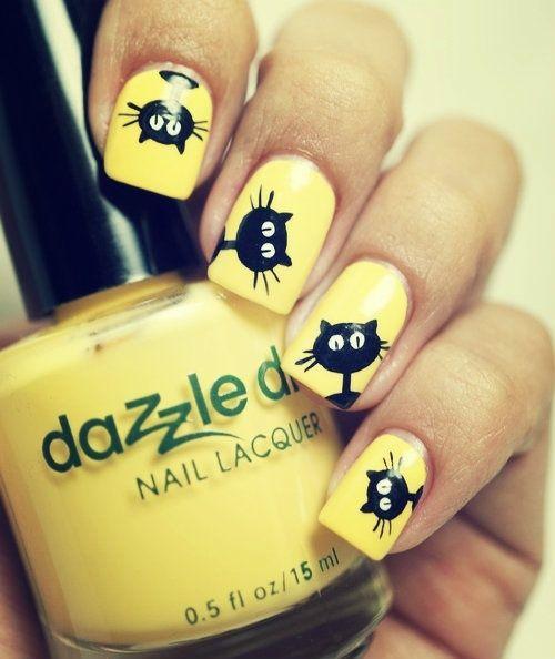 uñas en color neon amarillo con gatito :)