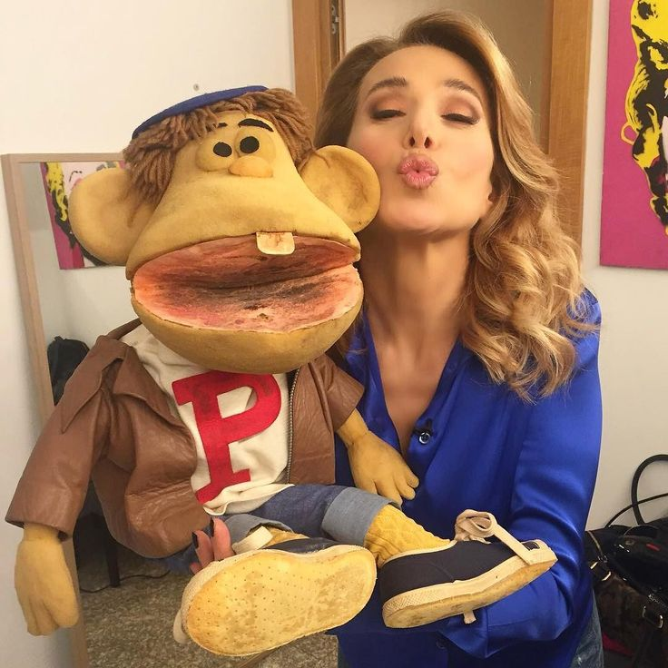 #BarbaraDUrso Barbara D'Urso: E stasera vi saluto con il pupazzo Provolino!! #ricordi #infanzia #emozione #DomenicaLive #buonaserata #colcuore #concettodurso