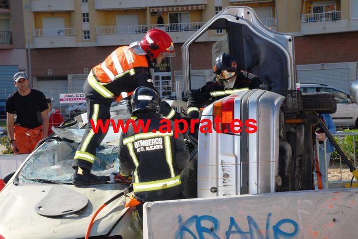 Maniobra simple del SPEIS del Ayuntamiento de Alicante en el campeonato nacional de descarcelación organizado por APRAT en Cullera.