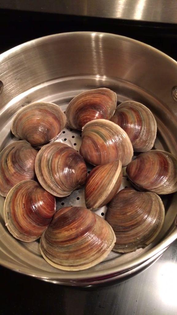 Steamed Clams & Garlic Butter
