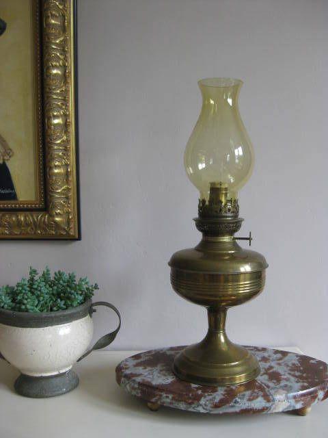 Franse vintage messing olielamp met geel glas. door pollysonlyworld op Etsy