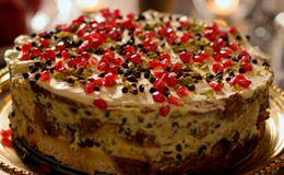 Fácil de fazer e bonito, o bolo é preparado com mascarpone e pístache