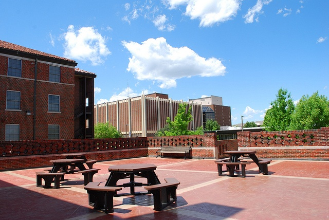 Front Foyer University : Murdaugh hall s front deck that students use to study and