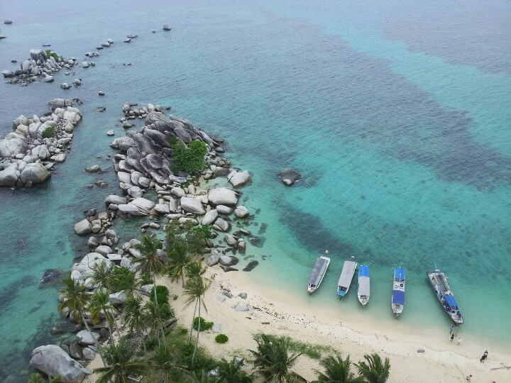 A beautiful scenery from the 20th floor light house at Lengkuas island