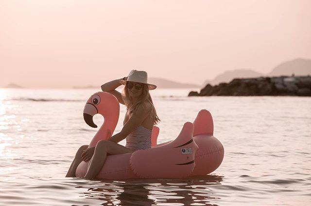 I cant wait for summer  #summer #sunset #flamingo #sea #italy #beautiful #girl #blogger #czechblogger #blondie #swimming #goodvibes #chill #relax #likeforlike #like4like #mood #pictureoftheday #americanstyle #prettylittleiiinspo