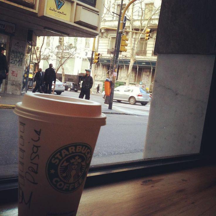 #tbt para uma das melhores viagens que já fiz onde tem uma loja da @starbucks em cada esquina. Um viva para o ar cosmopolita de #BuenosAires.  E eu sigo esperando a primeira loja da @starbucksbrasil em Porto Alegre!!!