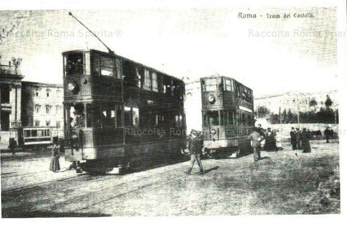 Piazza di Porta San Giovanni. Capolinea del Tram dei Castelli Anno: primi '900