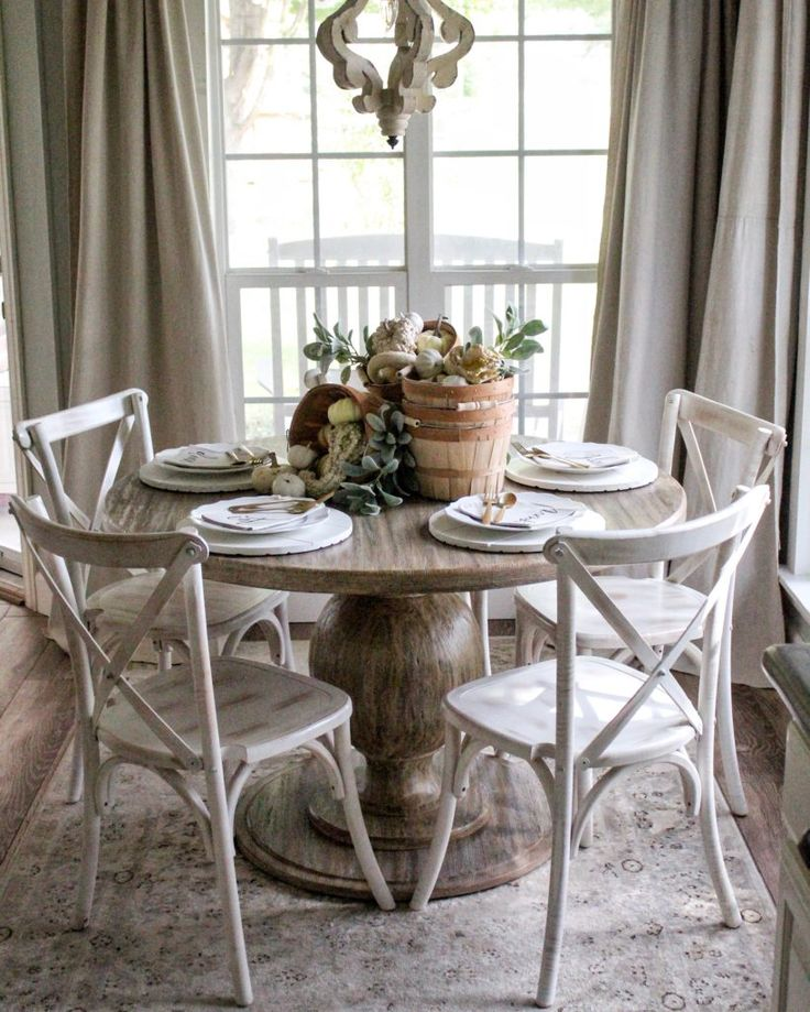Hey guys! Welcome to the Thanksgiving edition of the Styled + Set Blog Tour, and I'm so glad y'all stopped by! Wasn't Lory's home from Designthusiasm so gorgeous!!??  Not only is she so stinkin' talented, she's also our gracious host for this blog tour, and I'm honored to be included with these