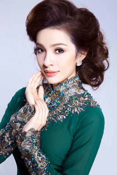 Áo dài sắc xanh sang trọng cho mẹ uyên ương - Ngoisao Ngôi sao