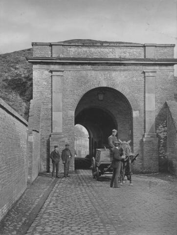 Groningen, Oosterpoort buitenzijde : met drekkar 1870