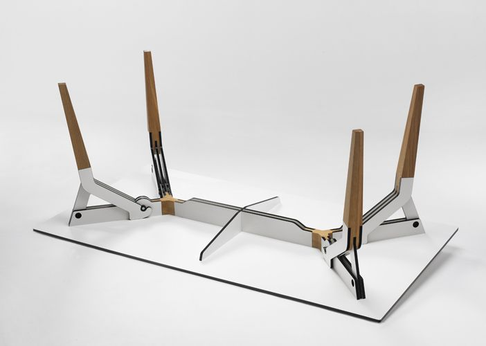 Kataba table, Japanese tradition of technology and craftsmanship. A demontable table. | Kataba tafel, Japanse traditie van techniek en vakmanschap.