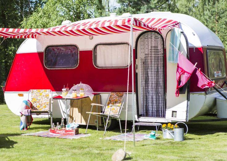 Mansikkaverhot, kaktus ja markiisikatos: tämä on asuntovaunu nimeltä Onneli! | Meillä kotona