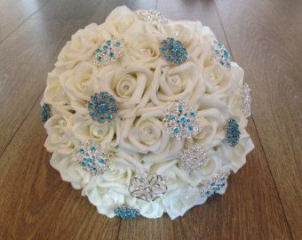 Elfenbein-Foam Rose Brosche Bouquet von BouquetBliss auf Etsy