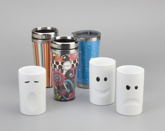 Divertidas tazas y mugs para tomarse un cafe bien caliente en la oficina.